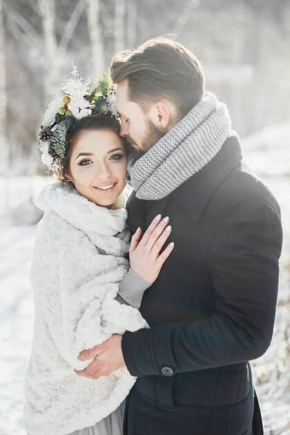 Mariage en hiver avec couple de mariés
